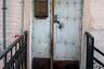 Подъездов зачастую просто нет, заходить в дом нужно через отдельную дверь прямо с улицы.