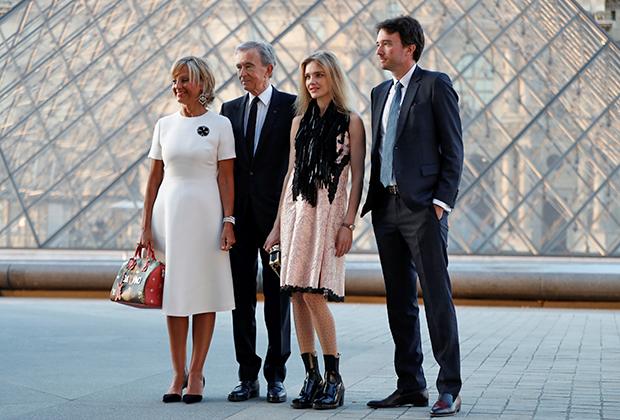 Бернар Арно со своей второй женой Элен, сыном Антуаном и его девушкой Натальей Водяновой. Париж, 2017 год.