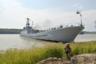 """Средний десантный корабль СДК-137 был заложен в 1970 году на Гданьской верфи в Польше, вступил в строй в 1971-м. Перешел в собственность Украины в 1994 году и тогда же получил название «Кировоград». Стандартное водоизмещение — 920 тонн, длина — 81,3 метра, ширина — 9,3 метра. Может перевозить шесть единиц бронетанковой техники весом до 35 тонн и 180 десантников. На вооружении имеет установки для неуправляемых реактивных снарядов типа М-14-ОФ и переносной зенитный ракетный комплекс «Стрела-3». <br></br> Корабль также находился в бухте Донузлав в начале 2014 года, в апреле его передали украинской стороне. Свое нынешнее название получил в 2016 году в честь погибшего под Мариуполем командира 73-го Морского центра спецназначения Юрия Олефиренко. В августе 2019-го корабль <a href=""""https://www.5.ua/ru/rehyoni/edynstvennii-ukraynskyi-desantnii-korabl-yuryi-olefyrenko-zashel-na-remont-kakye-raboti-zaplanyrovani-197134.html"""" target=""""_blank"""">отправился</a> в ремонт, ему предстоит модернизация главных двигателей и вспомогательных генераторов. Стоимость работ засекретили."""