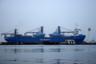 21 октября в порт Одессы прибыл американский грузовой корабль «Ocean Freedom», который доставил два бывших патрульных катера Службы береговой охраны США типа Island — «Славянск» и «Старобельск».  <br></br> Катера класса Island строились в течение 1980-90-х годов. В базовой комплектации имеют водоизмещение 168 тонн, длину 34 метра, ширину 6,4 метра. Развивают скорость до 29,5 узла. Из вооружения у катера есть 25-миллиметровая пушка и два пулемета. Катера оснащены РЛС общего обнаружения AN/SPS-73 и досмотровой лодкой Zodiak Hurricane 540. <br></br> «Славянск» и «Старобельск» были списаны в 2017 году. По сообщению Службы береговой охраны США, общая стоимость катеров, их первоначальной модернизации и обучения украинских моряков уже составила около 10 миллионов долларов. Во сколько обошлась Украине их доставка — неизвестно. Катера пришлось везти на транспортном судне, потому что в марте 2019 года выяснилось, что они не в состоянии пересечь океан и нуждаются в более серьезной подготовке.