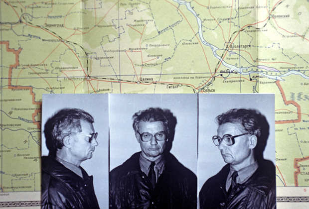 Фотографии Андрея Чикатило на фоне карты района поиска