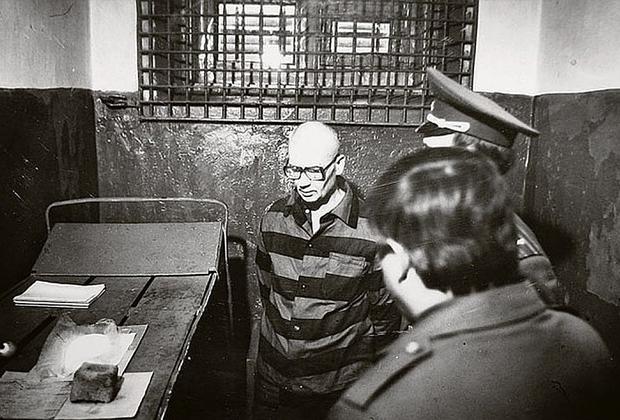 Андрей Чикатило в камере смертников