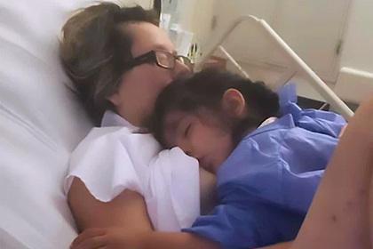 Пролежавшая месяц в коме мать услышала крик дочери и прижала ее к груди