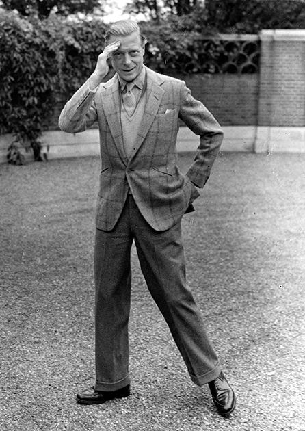 После войны герцог Виндзорский иногда возвращался в Англию, где у него был особняк в местечке Саннингдэйл. Октябрь, 1946 года.