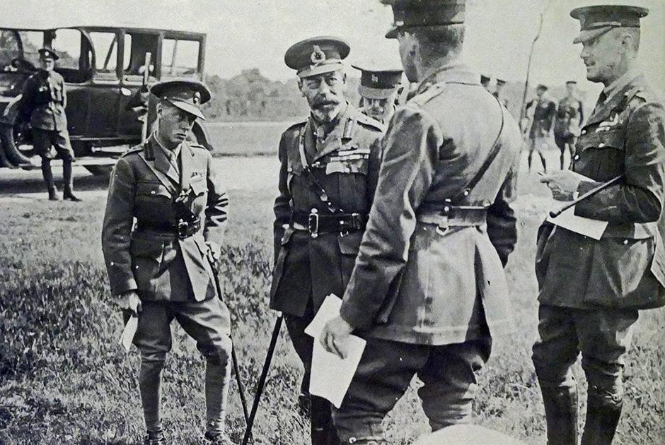 Во время Первой мировой войны принц Уэльский вместе с отцом королем Георгом V посетил позиции британской армии.