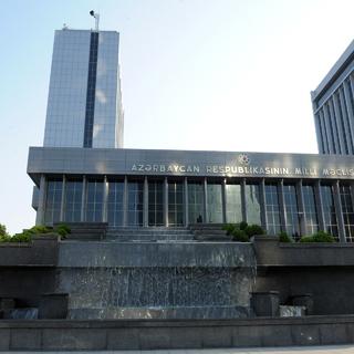 Здание Парламента Азербайджана в Баку