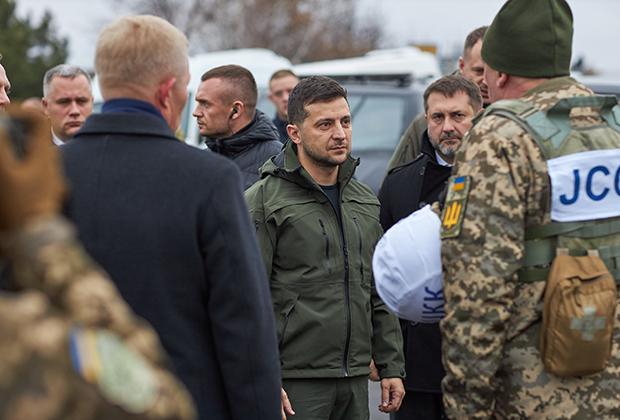 Владимир Зеленский во время рабочей поездки по Луганской области Украины