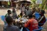 На работе Матонгу получает около 125 тысяч конголезских франков в месяц — если перевести в рубли, примерно 4,8 тысячи. Этих денег недостаточно, чтобы содержать большую семью — жену, четырех дочерей, двух братьев и племянника. «И как мне их всех прокормить? Иногда мне даже в конце месяца денег не платят. Это Конго, тут мы готовы на все, чтобы выжить», — объясняет охотник.