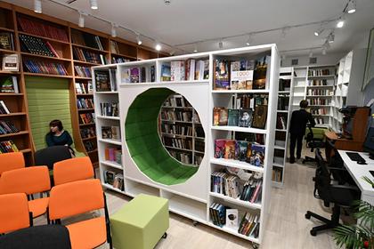 В российском селе открыли библиотеку с ткацкими станками