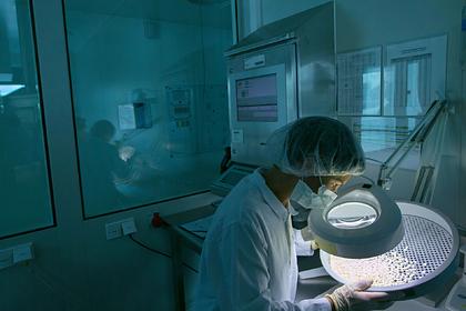 Из России исчезают жизненно важные импортные лекарства. Что об этом говорят врачи?