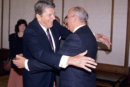 Рональд Рейган и Михаил Горбачев