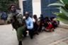 Сотрудник правоохранительных органов эвакуирует людей после взрывов и перестрелки у гостиничного комплекса DusitD2 в столице Кении Найроби. Нападение на комплекс зданий произошло 15 января. Атаку признали терактом, погиб 21 человек. Ответственность за нападение взяли на себя боевики исламистской группировки «Харакат аш-Шабаб», действующей в основном в Сомали. Террористы назвали это ответом на решение президента США Дональда Трампа признать Иерусалим столицей Израиля.
