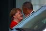 44-й президент США Барак Обама перед отъездом со встречи с канцлером ФРГ Ангелой Меркель. Два политика провели беседу в здании ведомства федерального канцлера Германии 5 апреля. Журналисты отмечали, что их взаимоотношения куда более теплые, чем у Меркель с новым главой государства Дональдом Трампом. Еще в ноябре 2016 года, уже после президентских выборов в США, Меркель на пресс-конференции называла Обаму своим другом и выступила за проведение новой, менее формальной встречи.