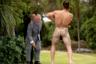 Британский принц Чарльз смотрит на воина маори на одном из мероприятий во время визита в город Каикоура, Новая Зеландия. Снимок сделан 23 ноября. Член королевской семьи поднимает символический дротик, а маори исполняет приветственный танец в Такаханга Марае. Маори — коренной народ Новой Зеландии, до прибытия европейцев был основным населением страны. В настоящее время их численность оценивается примерно в 750 тысяч человек. Часть племени живет в других англоговорящих странах, таких как Австралия, Великобритания, США и Канада.