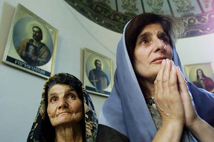 Армянская церковь теряет поддержку властей и уважение верующих. Все из-за богатых священников