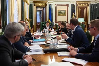 Зеленский обратился за помощью к священникам перед встречей с Путиным