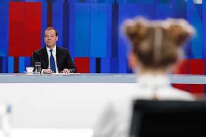 Медведев вспомнил о дискотеках юности