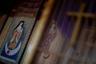 Адаптировались к буддийско-синтоистской японской среде и священные изображения. Со временем все иконы приняли исключительно японский вид. Статуи Богоматери стали сильно напоминать богиню милосердия Каннон, а двенадцать апостолов — просветленных бодхисаттв (в том числе и в целях конспирации).
