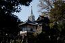 Испанский миссионер и один из основателей ордена иезуитов Франсиско Хавьер был первым католическим проповедником на территории Японии. В XV веке он совершил большое путешествие по Азии, остановившись на японских островах на два года, и уехал после того, как там образовались первые три католических общины. В своих проповедях он старался доносить до японцев веру в доступной для них форме: в том числе использовал буддистские и синтоистские религиозные понятия.  <br></br> Гонения на христиан активно начались в XVI веке. Окончательно христианство запретили в 1614 году. После этого часть иезуитских проповедников тайно осталась в Японии. Считается, что к тому времени в стране было от 70тысяч до 300 тысяч христиан.