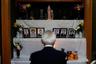 Еще один пример местного синкретизма, то есть слияния религиозных течений — то, как какурэ-кириситан поклоняются умершим предкам. Их обряды в этом сходны с традиционным японским синтоизмом. <br></br> Подобно старообрядцам-беспоповцам в России, «подпольные христиане» не имеют священников. В их общинах таинства исповеди, причастия и крещения берут на себя образованные миряне.