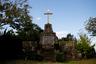 Еще один памятник стоит на острове Икицуки в префектуре Нагасаки. Это крест, возведенный на месте казни японского чиновника-католика Гаспара Ниси и его родных в 1609 году. Его семья и еще 23 человека здесь были убиты за отказ откреститься от христианской веры.