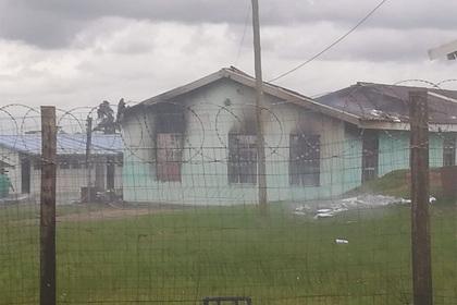 Ученики получили плохие оценки и сожгли школу