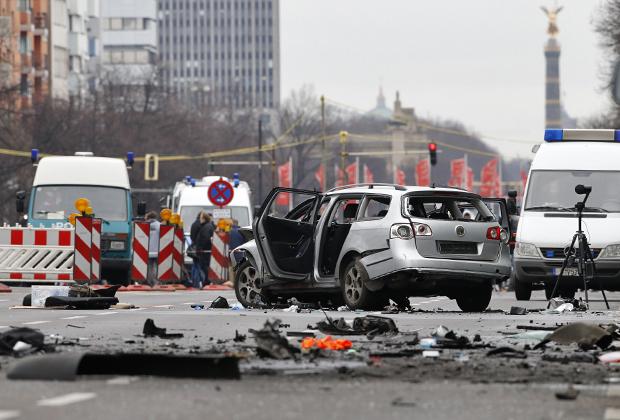 До сих пор не удалось установить, кто устроил взрыв в Volkswagen выходца из Чечни в центре Берлина.