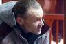 """3 июня к пожизненному лишению свободы был <a href=""""https://lenta1.ru/news/2019/06/03/balasov/"""" target=""""_blank"""">приговорен</a> 48-летний ранее судимый Дмитрий Баласов, который на протяжении 22 лет нападал на женщин в Екатеринбурге.  <br></br> Маньяк совершил первое преступление в декабре 1992 года — изнасиловал в екатеринбургском парке несовершеннолетнюю. Позже он оказался за решеткой, но по другим эпизодам: Баласова признали виновным в убийствах, изнасилованиях и разбойных нападениях, за которые он отсидел в общей сложности 15 лет.  <br></br> Освободившись из мест лишения свободы в декабре 2009 года, Баласов вновь стал нападать на женщин и делал это до сентября 2014 года. Он орудовал на территории четырех районов Екатеринбурга.  <br></br> Баласов подкарауливал своих жертв у автомобильных мостов и транспортных развязок. Как правило, он грабил женщин, а потом подвергал их сексуальному насилию, угрожая убийством. Одной из жертв маньяка стала продавщица, которая вечером 26 декабря 2009 года возвращалась пешком с работы и по дороге исчезла. Ее тело обнаружили позже: как выяснилось, она скончалась после избиения Баласовым. <br></br> Другая жертва выжила, несмотря на то, что Баласов пытался ее убить. Последнее преступление он совершил ночью 14 сентября 2014 года — в кустах у дома попытался изнасиловать жительницу Екатеринбурга, но ей удалось отбиться. От нападений маньяка пострадали 12 девушек и молодых женщин. Одна из них погибла. Баласова удалось задержать 11 января 2018 года в городе Полевском Свердловской области."""