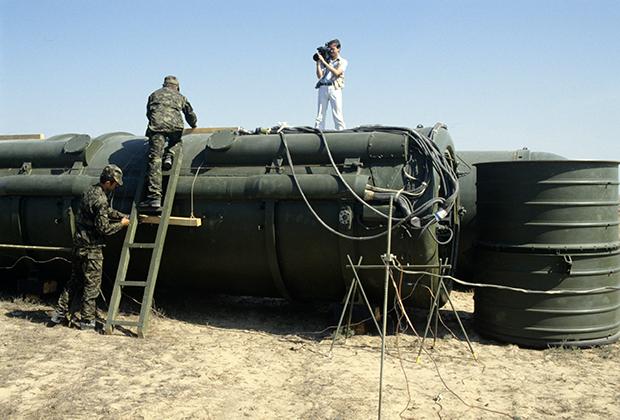 Подготовка к взрыву ракет РСД-10. Испытательный полигон Капустин Яр