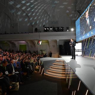 Дмитрий Медведев выступает на форуме «Среда для жизни: города» в Великом Новгороде, 2019 год