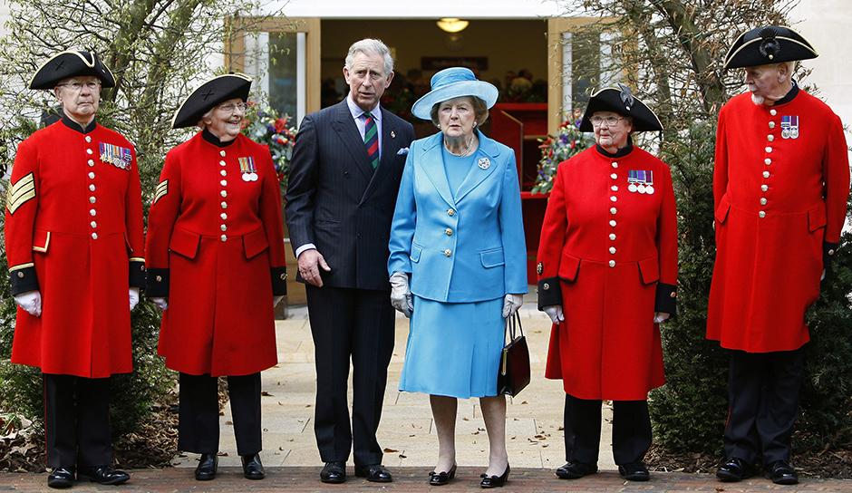 Маргарет Тэтчер и принц Чарльз на открытии нового лазарета в Военном госпитале в Челси, 2009 год