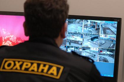 Неадекватный россиянин попытался ворваться в детский сад