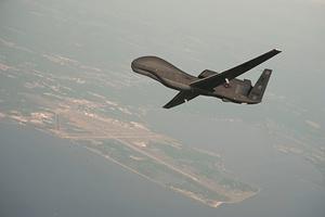 Разведывательный беспилотник RQ-4 Global Hawk (архивное фото)