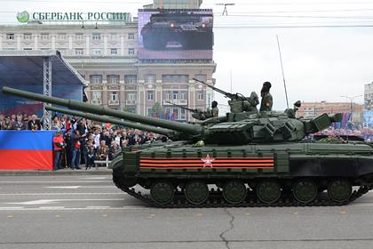 Перебрасываемые в сторону Донецка танки сняли на видео
