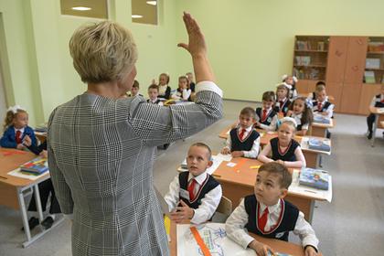 Российский учителям захотели повысить зарплату