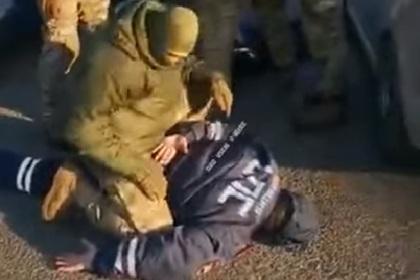 Жесткое задержание гаишников бойцами ФСБ попало на видео
