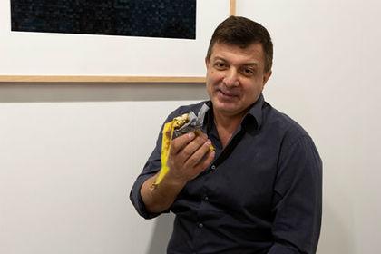 Посетитель галереи съел проданный за 120 тысяч долларов банан