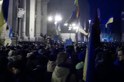 Украинцы решили переночевать в палатках возле офиса Зеленского