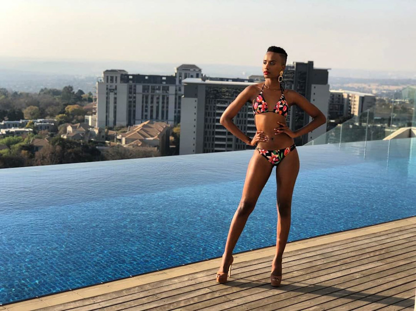 Зозибини Тунци сразилась за звание самой красивой женщины Вселенной с 90 победительницами национальных конкурсов красоты со всего мира. Второе место на конкурсе заняла представительница Пуэрто-Рико, 24-летняя Мэдисон Андерсон, а третье — 25-летняя София Арагон из Мексики.