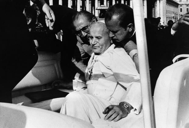 Папа Римский Иоанн Павел II после покушения в 1981 году