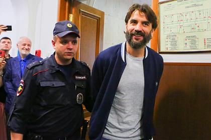 Михаил Абызов (справа)