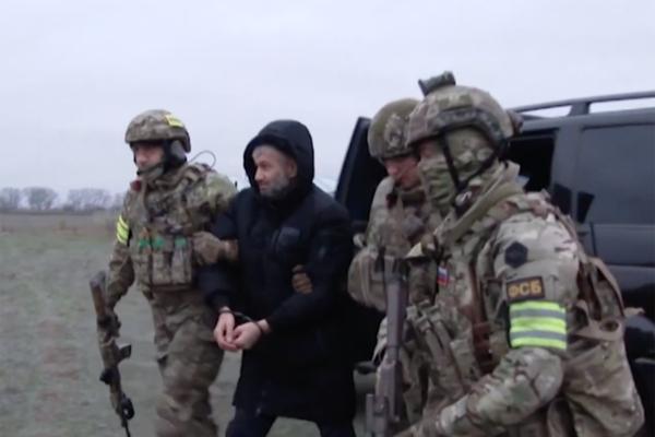 Бойцы ФСБ увезли на вертолете брата проповедника Абу Умара Саситлинского