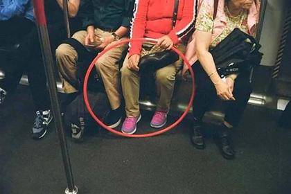 Оптическая иллюзия с красным кругом ввела россиян в замешательство