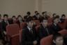 Ученики обязаны носить темные костюмы со светлой рубашкой, галстук обязателен. Стрижка — аккуратная, желательно короткая. В кармане пиджака всегда должны быть носовой платок и расческа, наличие которых каждое утро перед уроками проверяют дежурные.  <br></br> На фото — День учителя в гимназии.
