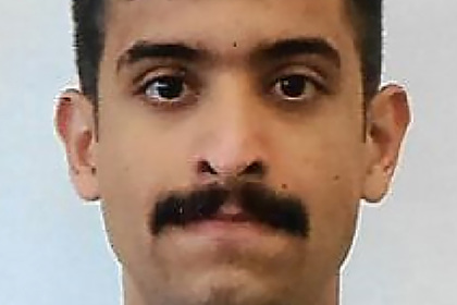 Устроившего стрельбу набазе ВМС США солдата оскорбила шутка про усы из порно