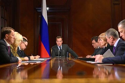 Медведев спросил с отстающих от мусорной реформы губернаторов