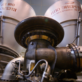 Двигатель РД-180 в цехе НПО «Энергомаш»