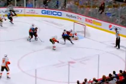 Российский игрок НХЛ продавил лучшего защитника сезона и забил гол в падении