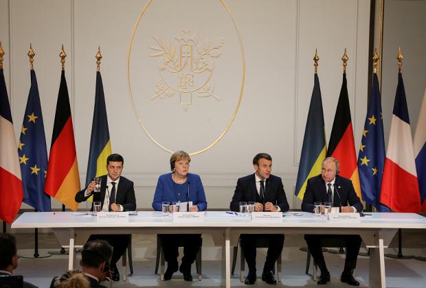 Слева направо: президент Украины Владимир Зеленский, канцлер ФРГ Ангела Меркель, президент Франции Эммануэль Макрон и президент России Владимир Путин