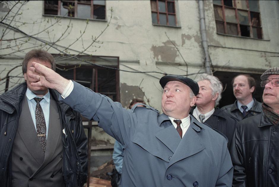 «У нас были дворы. В Москве были дворы. Двор – это самый лучший воспитатель. Воспитатель верности, мужества, воспитатель стойкости к невзгодам, которых было больше чем достаточно».